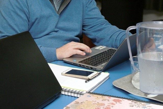El teletrabajo; se adapta de maravilla al sector de traducción e interpretación.
